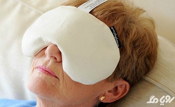 کمپرس آب گرم برای درمان عفونت چشم